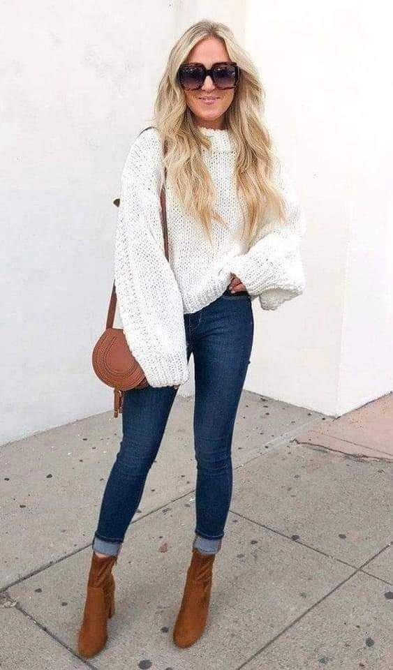 Looks casuales con suéter para mujeres maduras