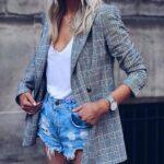Combina shorts rotos con blazers