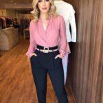 Ideas de outfits con blusas de seda para el trabajo