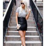 Looks con faldas de cuero y tenis para mujeres de 40