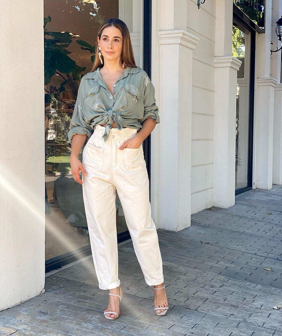 Outfits con blusas frescas para el trabajo
