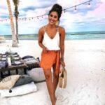 Outfits con faldas estampadas para la playa