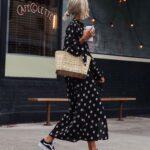 Outfits con vestidos florales y tenis